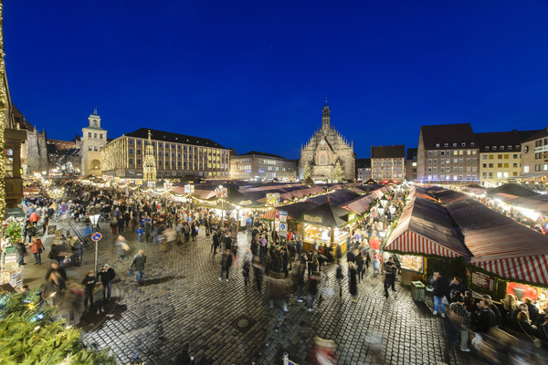 Christkindlesmarkt in Nuremberg at night